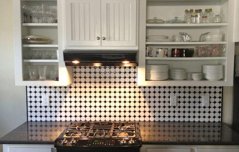 Płytki kuchenne w domu z bali.